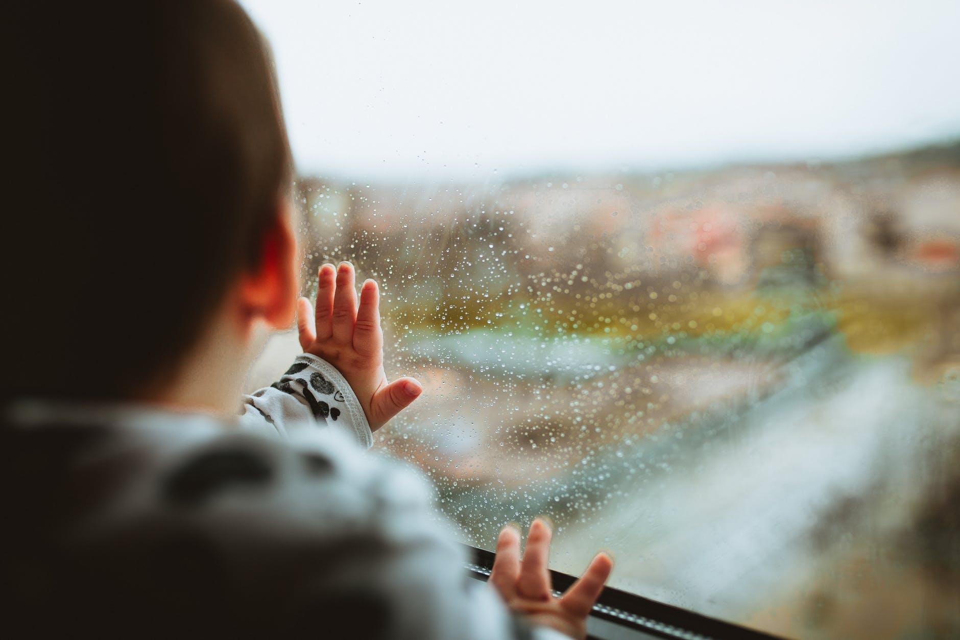 Jak urozmaicić dziecku długą podróż?